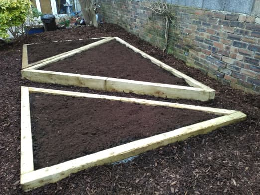 garden landscaping Edinburgh - raised beds